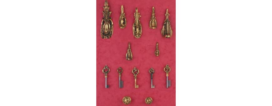 Sabots, boutons, socles et clefs de Style Louis XV