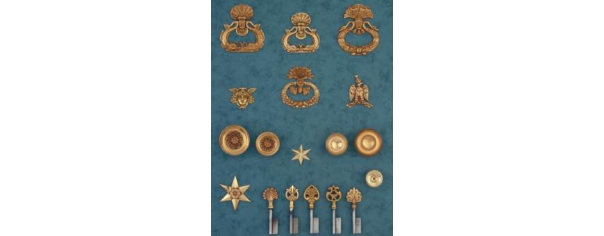 Les boutons et clés de portes de meubles style Empire